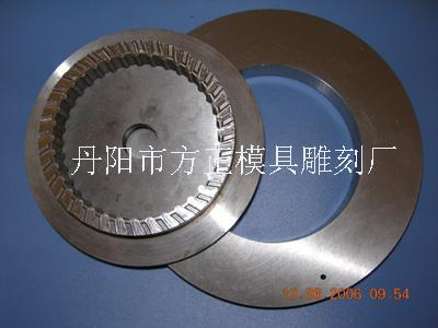 Corrugated cold press die